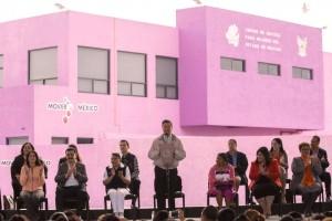 Pela Nieto dando un discurso