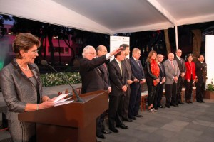 Mercedes Juan dando discurso acompañada de funcionarios