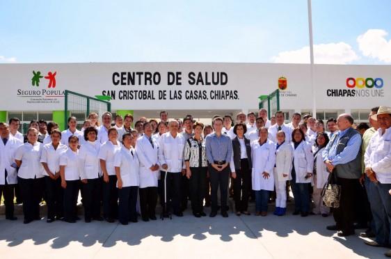 La Secretaria de Salud, Mercedes Juan, realizó una gira de trabajo por el estado, donde inauguró el Centro de Salud Urbano de San Cristóbal de las Casas y supervisó infraestructura médica