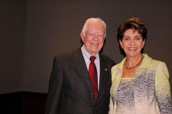 Sr Jimmy Carter y Dra Mercedes Juan Lopez