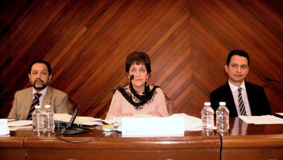 Funcionarios en conferencia de prensa