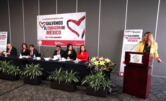 """Maki Esther Ortiz Domínguez dando discurso en el podium del foro Foro """"Salvando el Corazón de México"""""""
