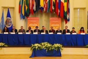 Funcionarios en el podium de la Expo Global para el Desarrollo Sur-Sur