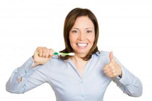 - Para tener una boca sana es necesario lavarse los dientes y las encías después de cada comida y fundamentalmente antes de acostarse.