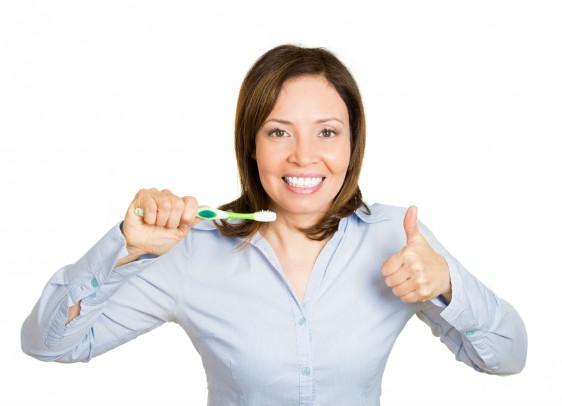 -Para tener una boca sana es necesario lavarse los dientes y las encías después de cada comida y fundamentalmente antes de acostarse.