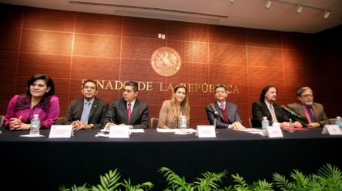 De derecha a izquierda María Elena Barrera Tapia, Salvador López Brito, Jorge Luis Preciado Rodríguez, Maki Esther Ortiz Domínguez, Dr. Pablo Curi Morales, Gerald Massis Y Luis Durán Arenas sentados