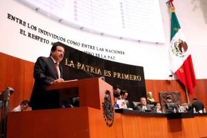 Eviel Pérez Magaña en el podium delSenado de la República Mexicana