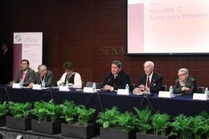 """Fernando Mayans Canabal con ponentes en el foro """"Hepatitis C: curar para prevenir"""""""