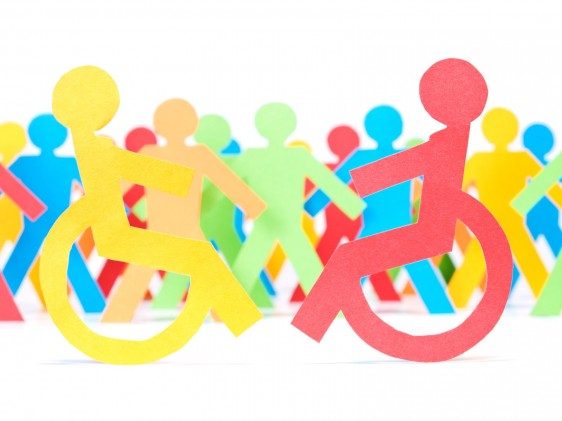Iconos de personas y personas con discapacidad juntas