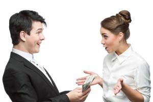 Hombre y mujer de negocios con expresión de alegría