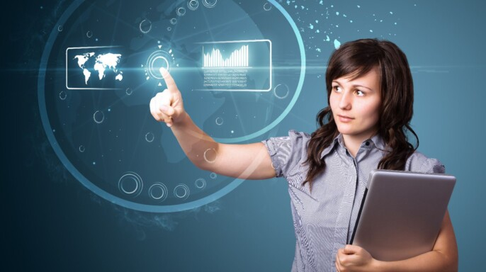 Mujer sosteniendo libros tocando un botón en una pantalla holografica