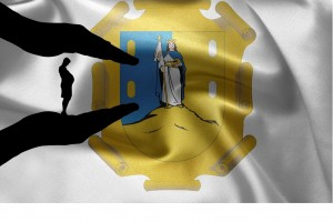 Escudo del estado de San Luis Potosí con una ilustración de manos cuidando a mujer embarazada