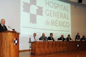 César Athié Gutiérrez dando discurso en la firma del convenio de colaboración en medicina tropical