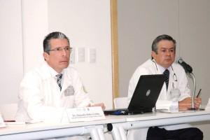 """De izquierda a derecha Alejandro Bolio Cerdán y Julio Erdmenger en conferencia de presna en el Hospital Infantil de México """"Federico Gómez"""""""