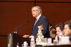 Miguel Romo Medina en el podium de la Comisión Permanente del Congreso de la Unión