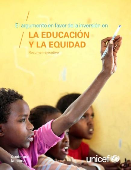 """Portada con un niño levantando la mano con un lápiz y el texto """"El argumento en favor de la inversión en la educación y la equidad"""""""