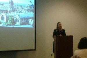 Dra. Catherine Harmer presenta avances de sus investigaciones.