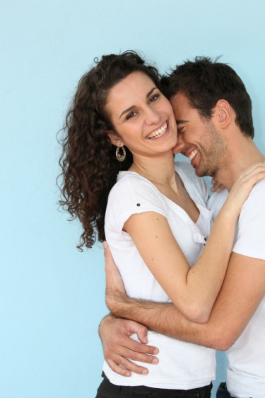 Un condón ofrece protección parcial del virus y por lo tanto, disminuye el riesgo de adquirir verrugas genitales.