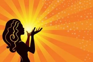 Ilustraciíon de una mujer sosteniendo el sol en color naranja