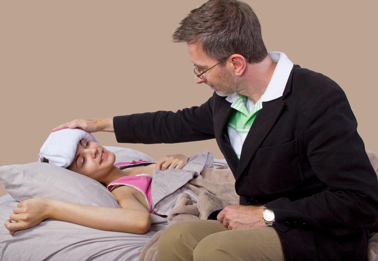 Padre cuidando a su h