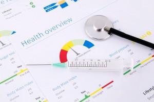 Reporte de salud con un estetoscopio