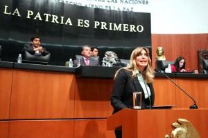 Maki Esther Ortiz Domínguez en el podium del Senado de la República