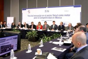 """Funcionarios y participantes en el foro """"Innovación en el sector salud como motor para la competitividad en México"""""""