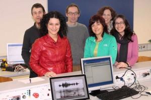 Karmele Lopez de Ipiña con equipo de investigadores