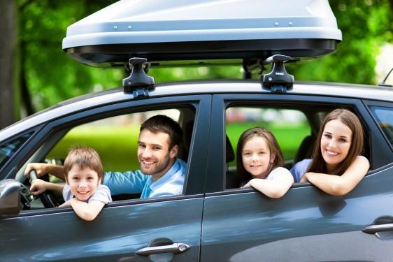 Familia en un coche