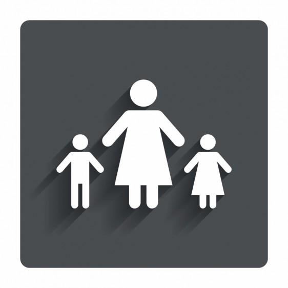 Ilustración de mujer con un niño y una niña