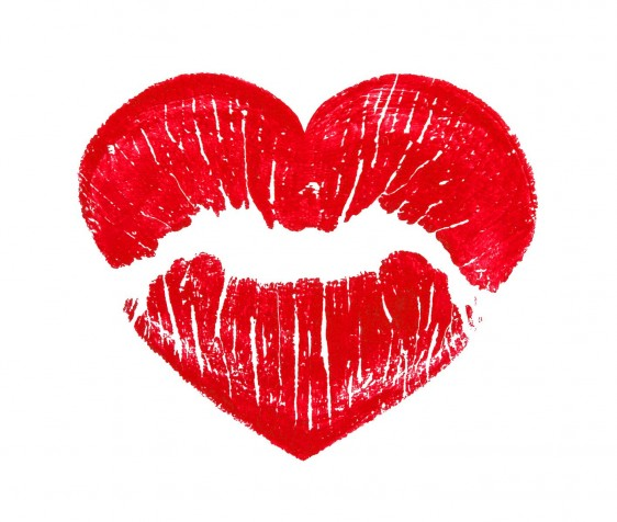 Impresión de labios pintados con forma de corazón