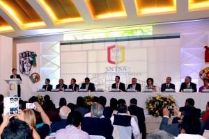 Mercedes Juan dando un discurso en la XLIII Consejo Ordinario de Dirigentes del Sindicato Nacional de Trabajadores de la Secretaría de Salud