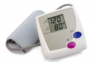 Monitor de presión arterial con lectura 120 / 80