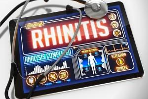 """Tableta con la palabra """"Rinithis"""" en la pantalla"""