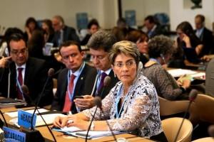 Mikel Arriola, Pablo Kuri y Mercedes Juan en una reunión de la OPS