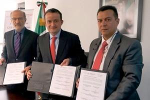 De izquierda a derecha Guillermo Ruiz Palacios, Mikel Arriola y José Aburto