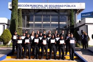 Policías y funcionarios en la Estación Central de la Dirección Municipal de Seguridad Pública