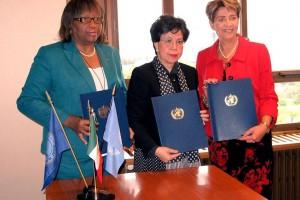 De izquierda a derecha Carissa F. Etienne, Margaret Chan y Mercedes Juan López