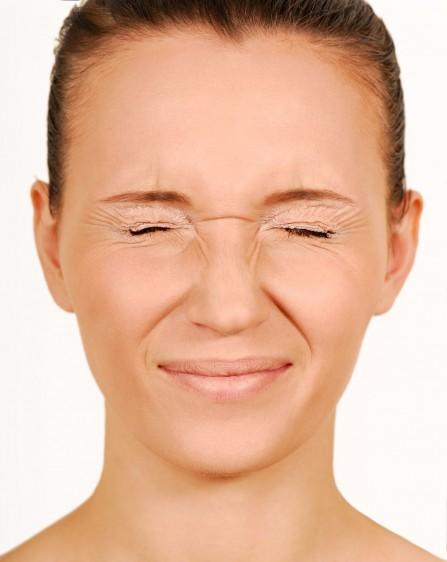 El blefaroespasmo es un padecimiento muy poco común, estudios actuales han demostrado que el rango de prevalencia del blefaroespasmo es desde 16 a 133 por cada millón de individuos, asimismo, los estudios demuestran que la prevalencia más alta se observa en mujeres y adultos mayores.