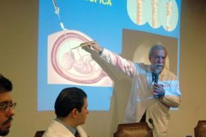 """Con procedimientos de vanguardia, especialistas del Hospital Infantil de México """"Federico Gómez"""" (HIMFG), realizan con éxito la cirugía fetal y neonatal inmediata durante el embarazo, para corregir alguna malformación congénita del feto, que es una de las principales causas de muerte en los recién nacidos en México, explicó el doctor Jaime Nieto Zermeño, director Médico de esta institución."""