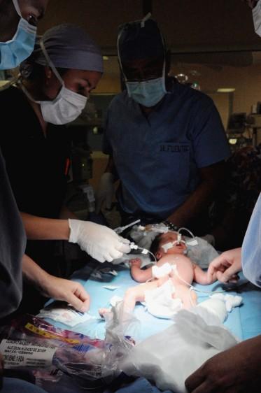 Especialistas del HIMFG realizan con éxito cirugía fetal y neonatal inmediata durante el embarazo