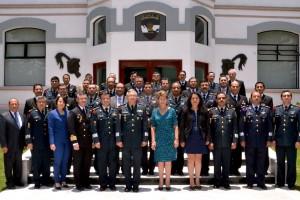 Funcionarios militares y Mercedes Juan