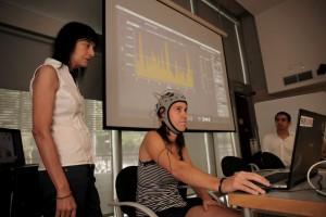 Hasta el momento es el único sistema que consigue crear sonido en base a las emociones (medidas mediante señales de electroencefalografía y respuesta cardiaca) sin necesidad de control motor por parte del paciente.