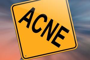 """Letrero de advertencia de trafico con la palabra """"ACNE"""""""