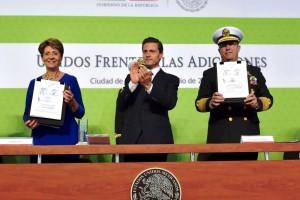 De izquierda a derecha Mercedes Juan, Enrique Peña Nieto y Vidal Francisco Soberón Sanz