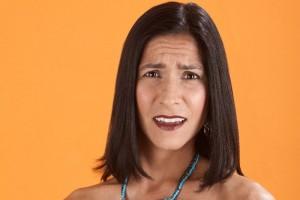 Mujer con expresión de desconcierto