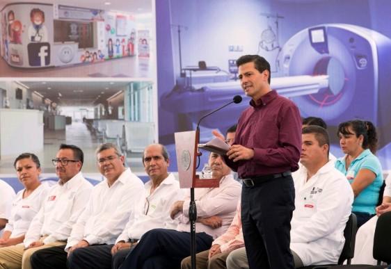 """""""Hemos avanzado de manera importante en la cobertura y en garantizar para esta población objetivo de poco más de 7 millones de mexicanos, el que tengan acceso a los servicios de salud"""", subrayó el Presidente Peña Nieto."""