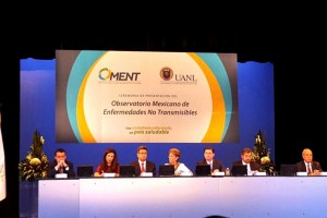 A la ceremonia asistieron el doctor Pablo Kuri Morales, Subsecretario de Prevención y Promoción de la Salud; el Comisionado Federal para la Protección contra Riesgos Sanitarios, Mikel Arriola, así como el ex rector de la UNAM, Juan Ramón de la Fuente.