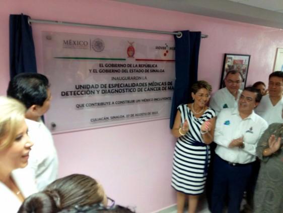 La Secretaria de Salud, Mercedes Juan, realiza una gira de trabajo por Culiacán, Sinaloa, donde pone en marcha la Unidad de Especialidades Médicas de Detección de Cáncer de Mama