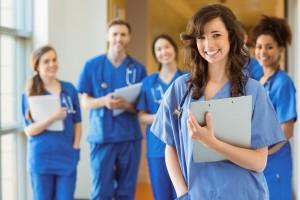 Estudiantes de medicina sonriendo